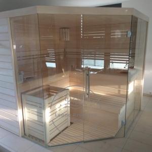 Il nostro team consulta e lavora individualmente con ogni cliente in modo che i potenziali proprietari di sauna possano valutare le loro idee sulla sauna e trasformarle in veri e propri progetti di sauna.